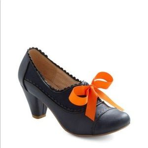 Chelsea Crew Shoes with Orange Bow Ties